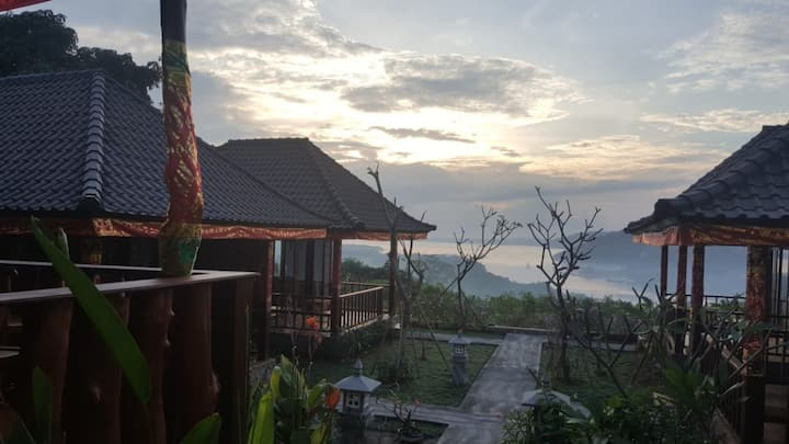 "#AmazingSunriseview by D""Lesung Villas Lembongan"