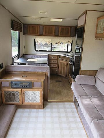 Private RV for rent on acrage - Central Kootenay K - Camper