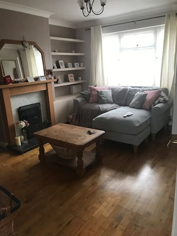 Bright double bed room in Northampton