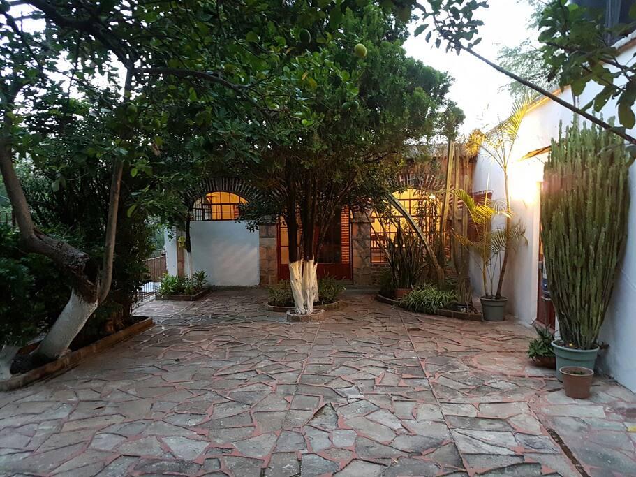 patio, entrada de la casa