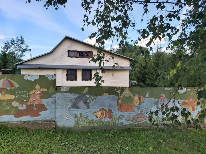 Дом с баней в живописной деревне  на реке Волхов