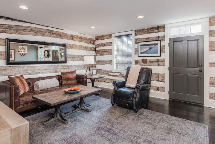 Gorgeous 1840 Log Cabin- Downtown