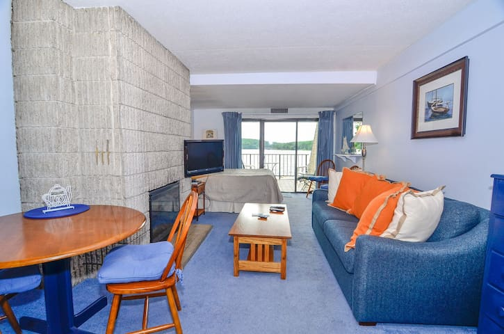 203A- Efficiency style lakefront condo, w/ access to indoor pool!