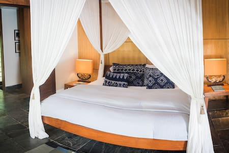 Private Room In Villa Near Beach - South Denpasar - House
