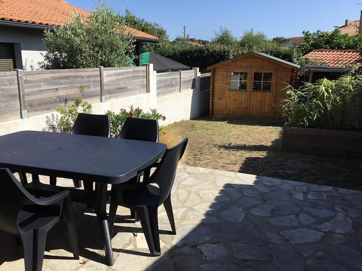 Maison 65m2 terrasse jardin cabanon plage à 200m