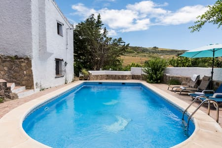 Rustic luxury villa with large pool - Periana