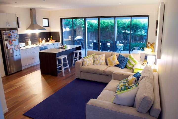 Modern, Safe, Clean, & Quiet - Hawthorne, Brisbane - Hawthorne - Townhouse