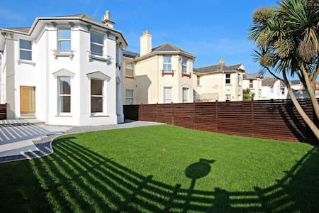 Sands Road, 4 bedrooms 2 minutes from the beach.