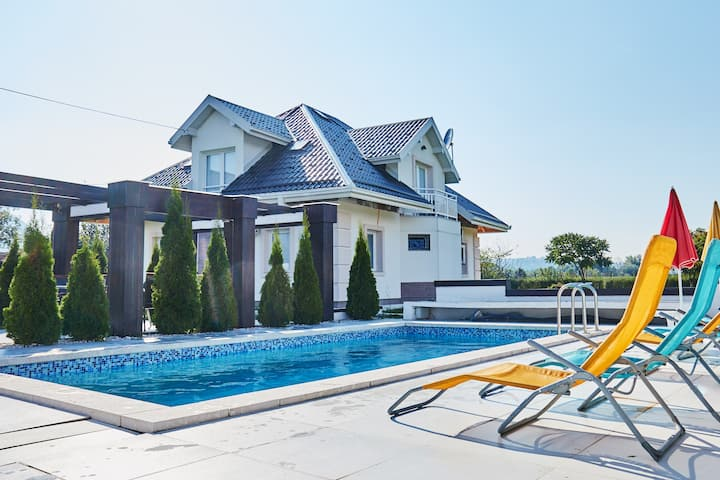Villa Rania - home with private pool