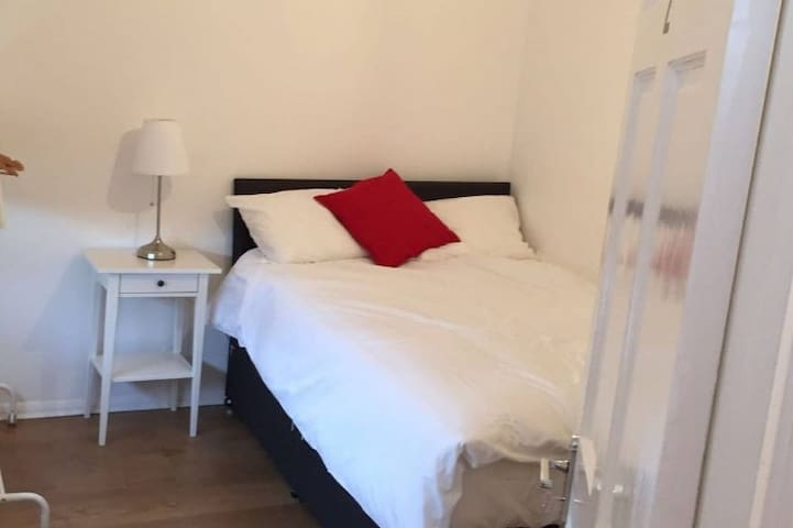 Lovely Room - Borehamwood
