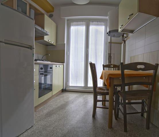 Comodo e accogliente appartamento - Sesto Calende - Daire