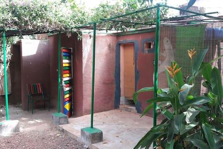 Chambre double dans un bungalow détaché - Bobo-Dioulasso - Casa