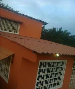 Casa typo finca en montaña tropical - La Chorrera