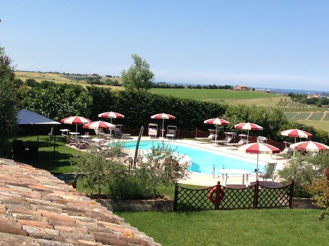 Agriturismo con piscina a 7 km mare - Saludecio - Apartment