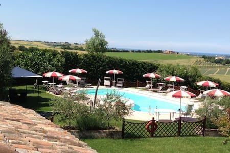 Agriturismo con piscina a 7 km mare - Saludecio - Apartamento