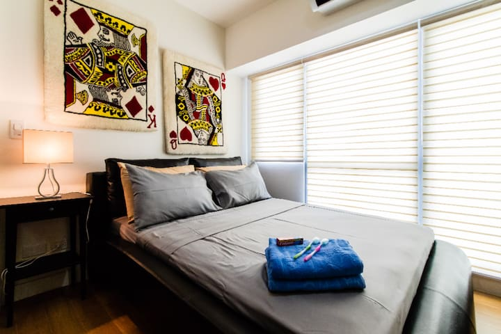 Cozy room for Kings & Queens near Makati w/ Pool