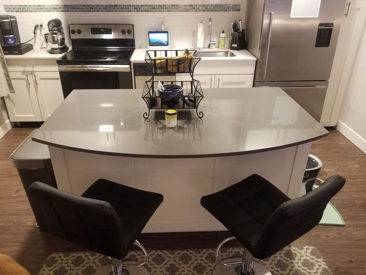 Recently renovated high end kitchen.  Full access to all appliances