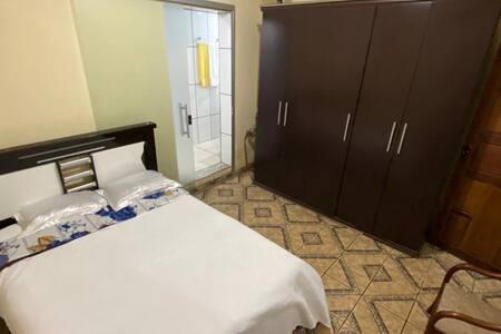 Excelente quarto em Ouro Preto com banheiro -MG