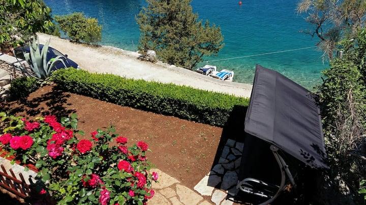 "Holiday House / Private Beach  ""KUNAC"""