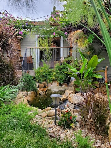 Jackson Market Cottage Oasis in Culver City