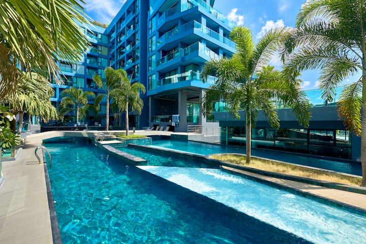 ACQUA Condo,top roof pool!!