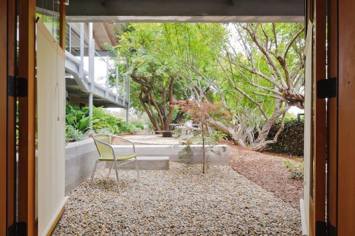 Garden Haven in Santa Monica - Santa Monica - Bed & Breakfast