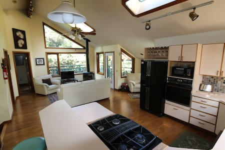 Room type: Entire home/apt Property type: House Accommodates: 7 Bedrooms: 3 Bathrooms: 2