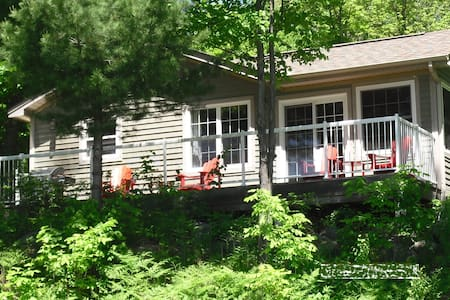 Luxury Cottage Lake of Bays 3 bedrooms lakeviews