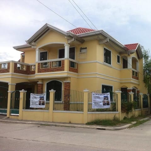 Grand Royale rent entire a house. - Malolos - Dom