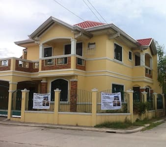 Grand Royale rent entire a house. - Malolos - Haus