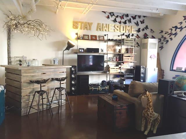bar & living room area