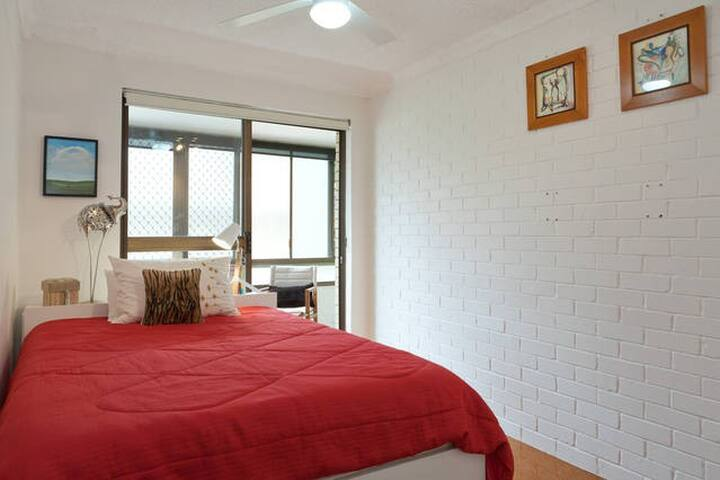 Gorgeous Double Bedroom Betw the Airport & City! - Clayfield - Stadswoning