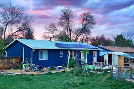 Colorful 3br/2ba, Garden, Old Town, City Park Pool - Fort Collins - Hus