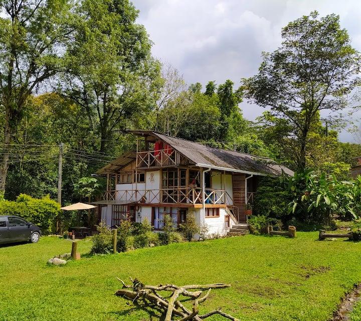 Cabaña Medio Mundo, muy cerca de Pereira.