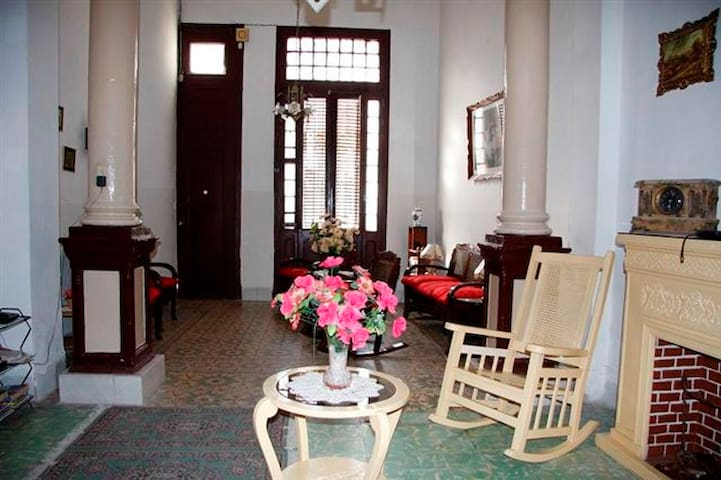 Marluis House-Room1, Colonial Style