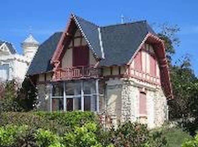 Chambre rénovée dans grande villa face à la mer - Saint-Palais-sur-Mer - House