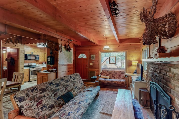New listing! Dog friendly Shaver Lake home w/ wood interior & porch - near lake!