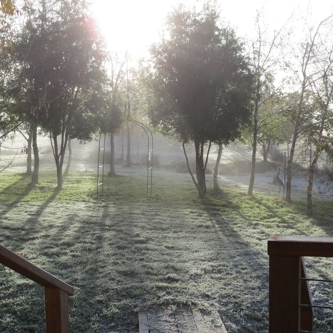 Crookwell enjoys 4 seasons. At 1,000M it can get frosty and cool. Don't forget a jacket.