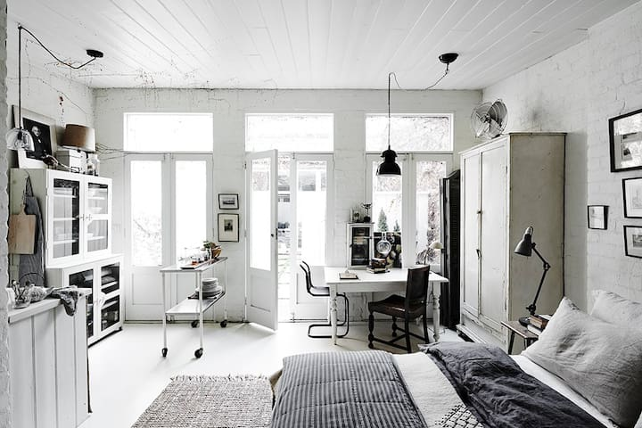 The White Room - Studio