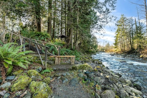 Wallace River Retreat: Magical wooded riverfront acre w/ hot tub, fire pit, stylish home