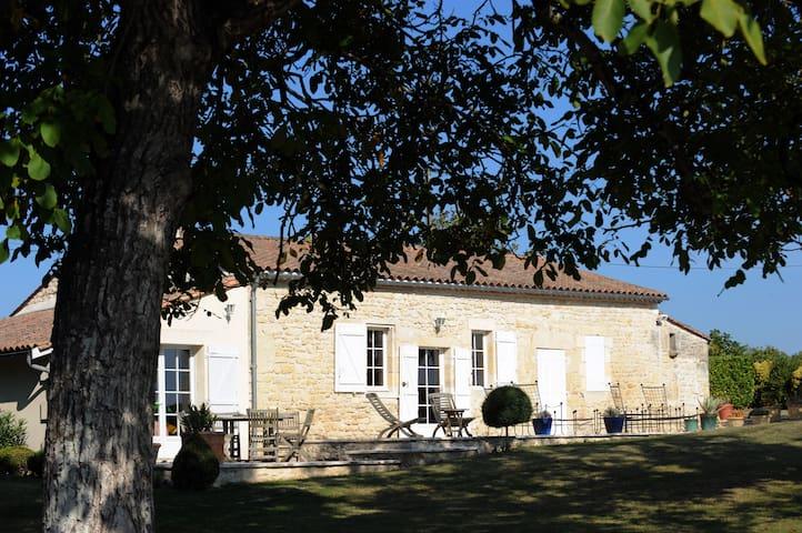 Château Doyac Gîte - Saint-Seurin-de-Cadourne - Loma-asunto