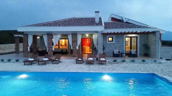 Villa Isabella-LUX. VILLA WITH POOL