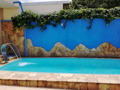 Linda casa com piscina em Bertioga!
