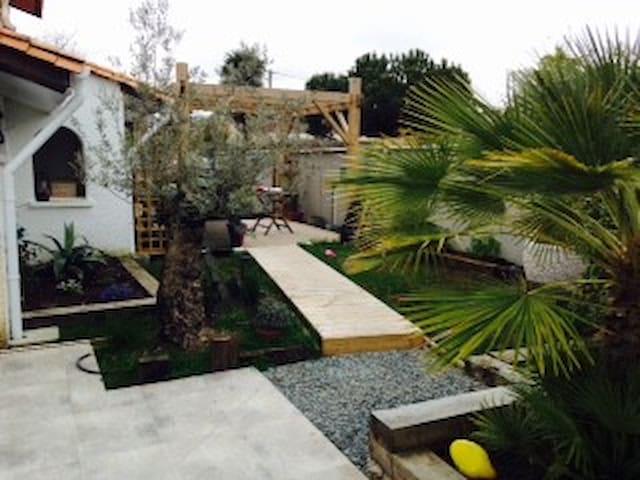 Jolie maison lumineuse avec piscine - Mérignac - House