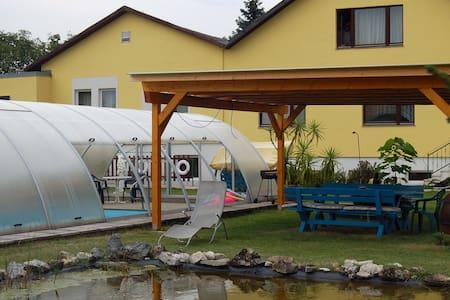Privat Zimmer mit Frühstück - Strasshof an der Nordbahn - Bed & Breakfast