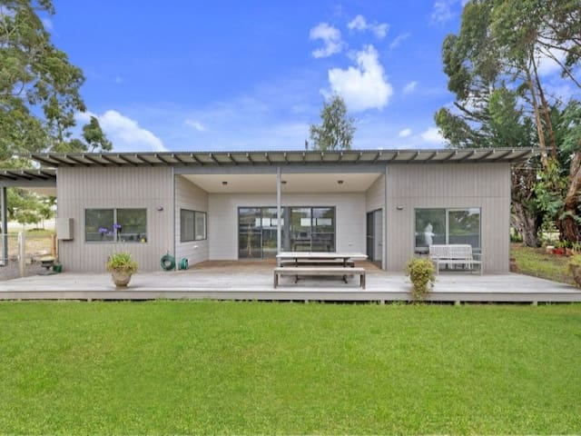 Zabadoong: 3 bedrooms, open plan with a great deck - Birregurra - Huis
