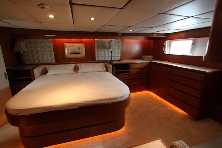 """Suite """"Nuptiale"""" sur un vrai Yacht. - Deauville - Barco"""