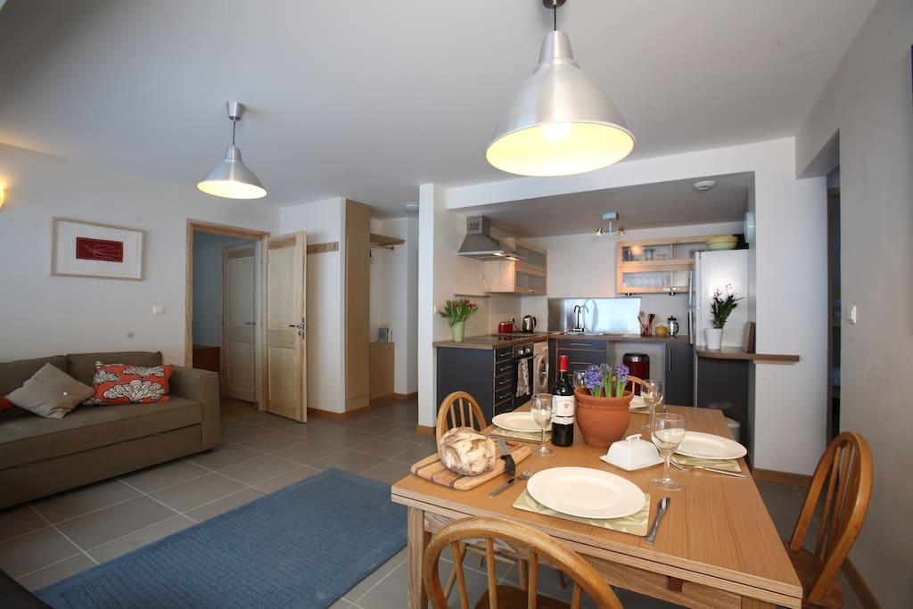 Open plan eating kitchen area