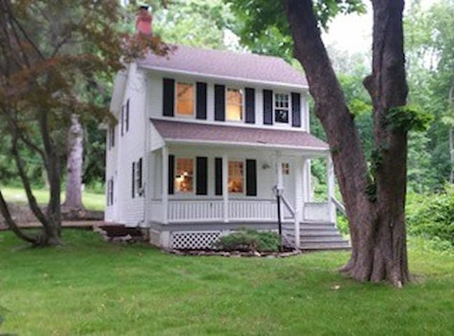 The Cottage - Perfect since 1860 AirBnB SUPER HOST - Boonton - Hus