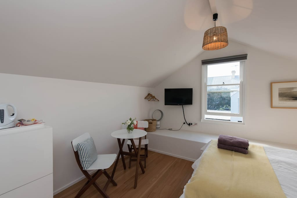 Brand new comfortable double bed, new Samsung TV, table for two, light and airy